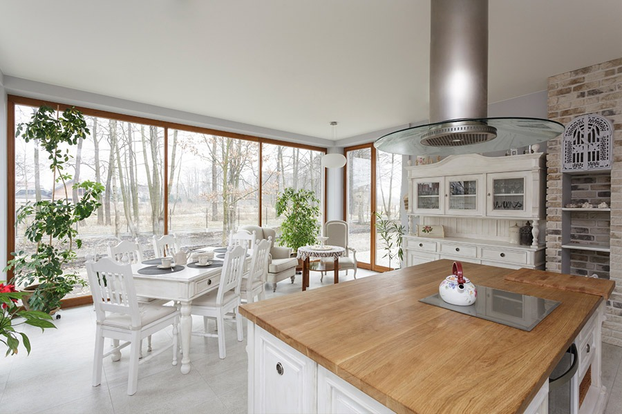 Kitchen with timber bench and white decoration | Kitchen U