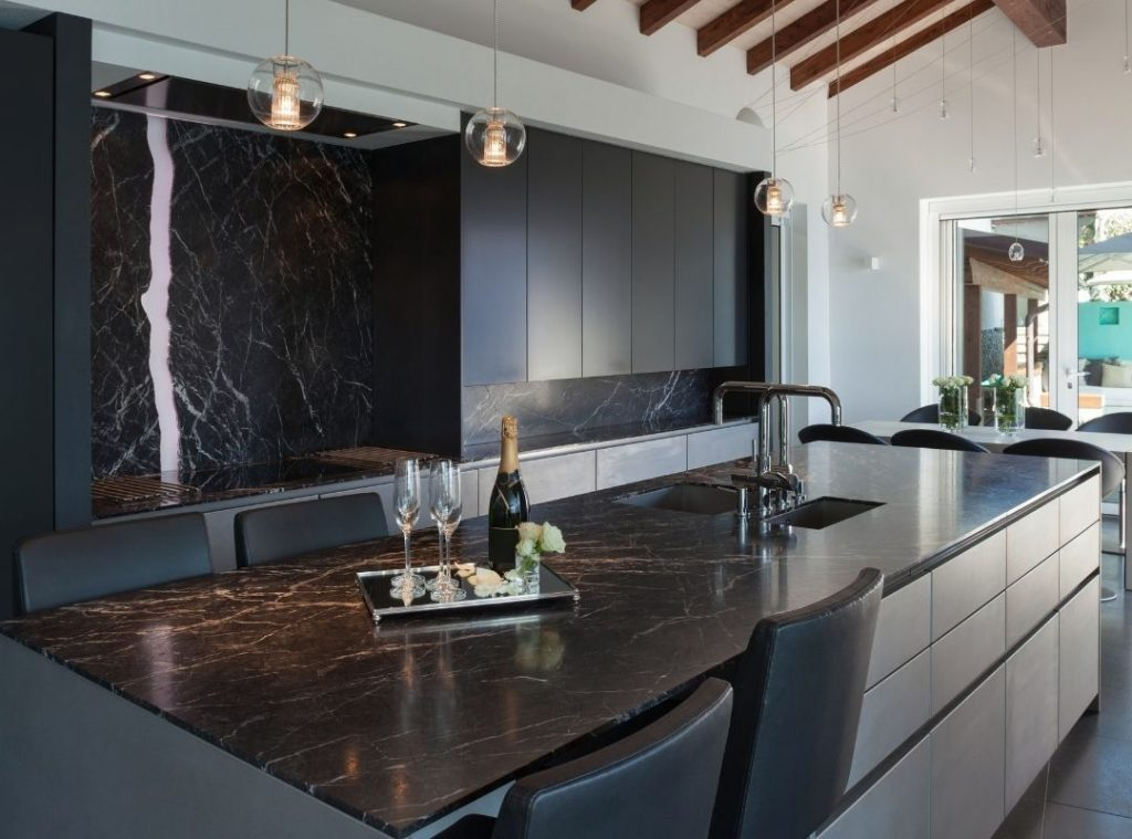 Modern kitchen with black and brown features | Featured image for Stylish Kitchen Designs and Ideas to Inspire you Blog
